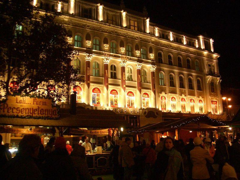 冬最大のイベント、クリスマスマーケットを楽しもう(ブダペスト)