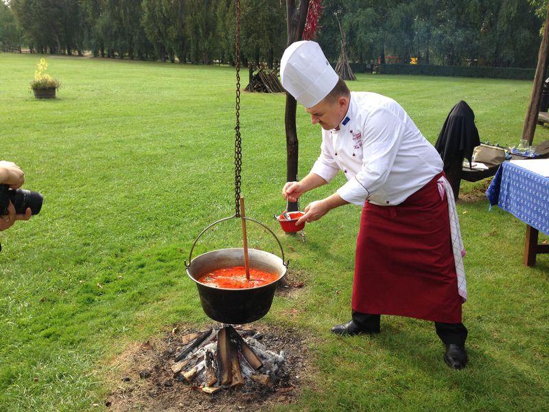 本当においしいグヤーシュはこれだ!ハンガリー料理の最も定番にして最高の味を求めて