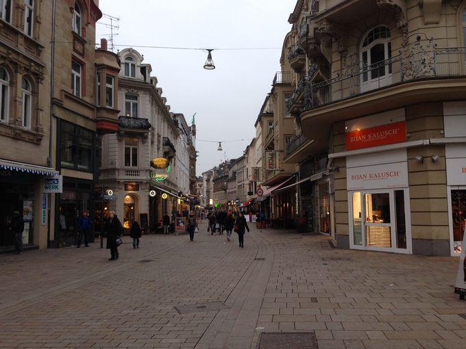 ショッピングもグルメも充実の旧市街