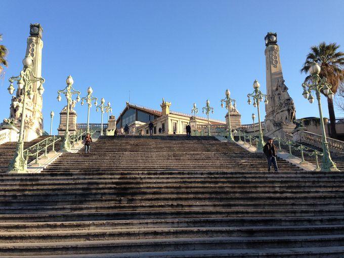 マルセイユ到着!待っているのは名物の大階段?