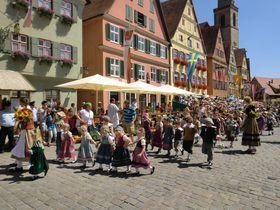小さい町の大きな「子供祭り」〜ディンケルスビュール、ドイツ・ロマンティック街道〜