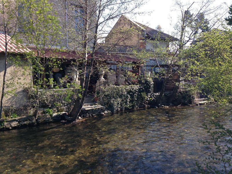 南仏・アンティーク集中地「リル・シュル・ラ・ソルグ」は運河の清流も魅力的