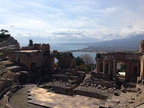 紺碧の海と火山の絶景!シチリア島・高級リゾート地タオルミーナの休日