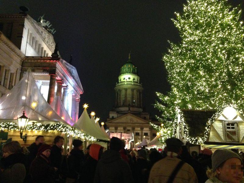 ベルリン・ジャンダルメン広場のクリスマスマーケットは入場有料でも大人気!