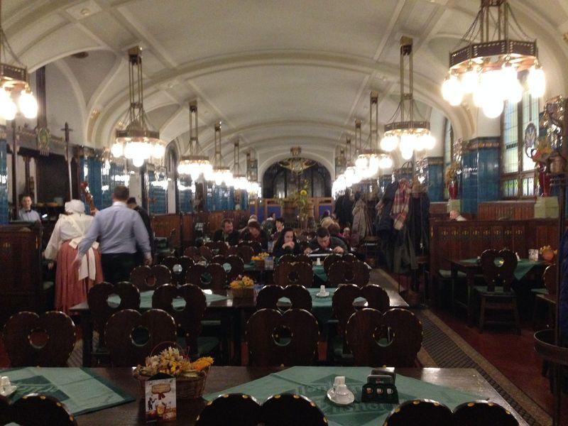 プラハ旧市街地区のビアホール3選〜ド定番で有名店、それでもやっぱりオシたい店〜
