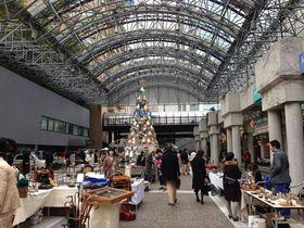 大都会の中心で開催「赤坂蚤の市」がオシャレ&カッコいい!