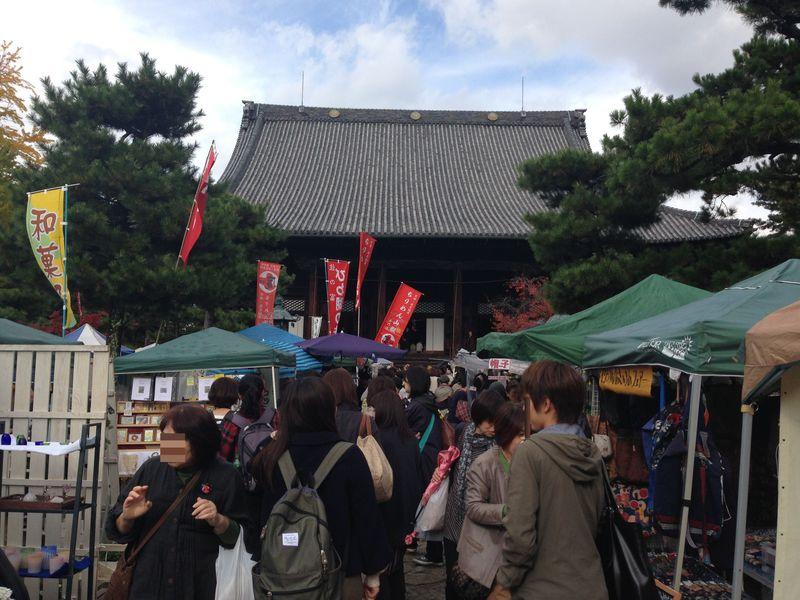 手作り市の先駆け!京都「百万遍さんの手づくり市」は毎月15日開催