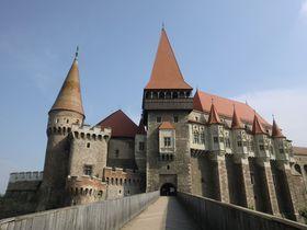 ルーマニア屈指の名城フネドアラ城で知るハンガリーの中世史