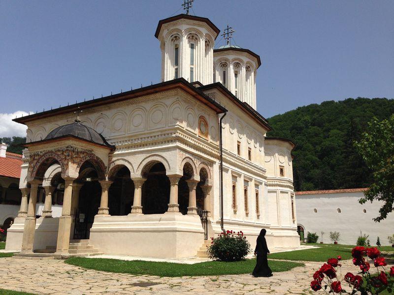 心洗われる美しさ〜世界遺産ルーマニア・ホレズ修道院を訪ねる