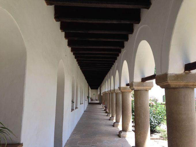 静寂が広がる修道院内部