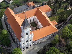 心身清く穏やかに過ごす ハンガリー「ショプロン修道院ホテル」