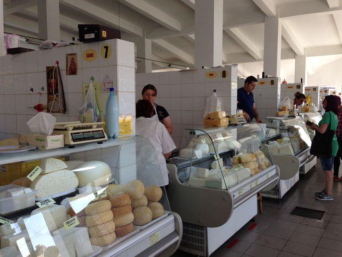 ルーマニアの市場ここがポイント その2:屋内市場も見逃すな!