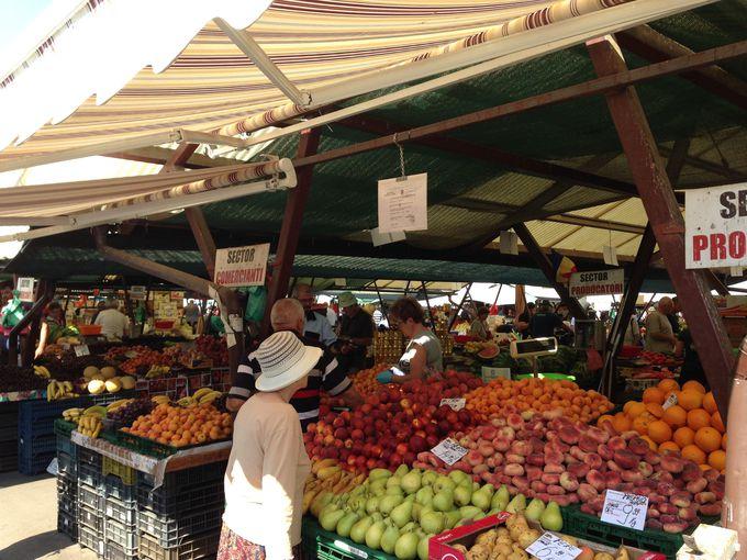 ルーマニアの市場ここがポイント その1:半屋外