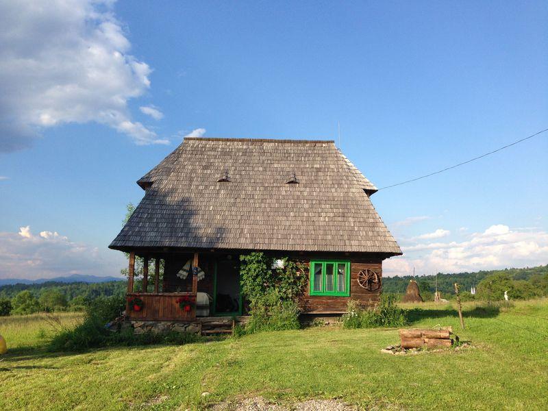 古民家一棟貸しCasa Fainaでルーマニア・マラムレシュの暮らしを体験!