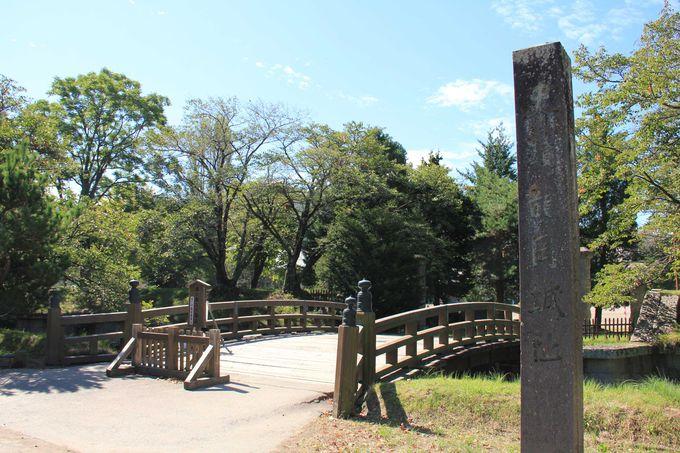 龍岡城五稜郭への入口と石碑