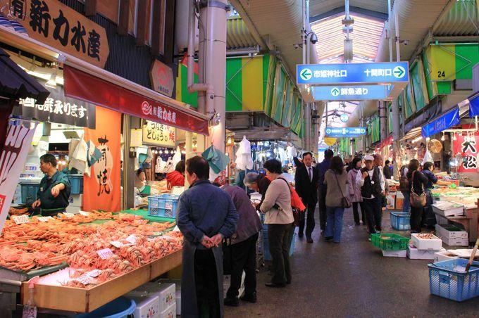 金沢の台所「近江町市場」で海の幸を堪能せよ
