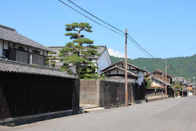 伝統的な日本家屋が並ぶ景観