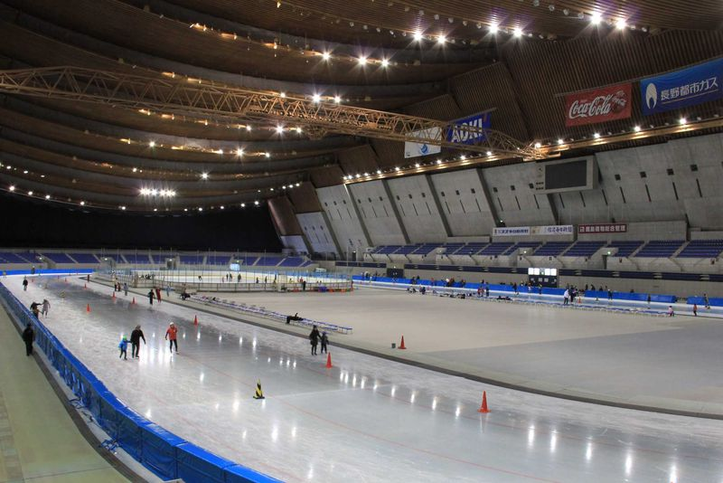 長野オリンピック記念アリーナと記念展示室のある「エムウェーブ」へ