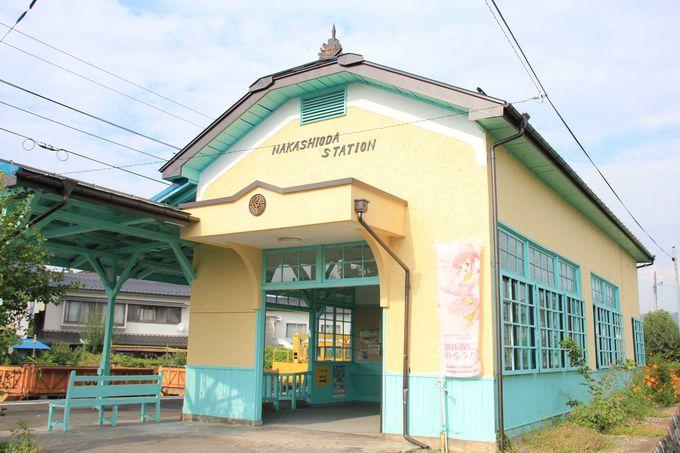 レトロな駅舎の一つ 中塩田駅