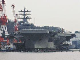 巨大な空母も目の前に!魅惑の横須賀軍港めぐりクルーズへ