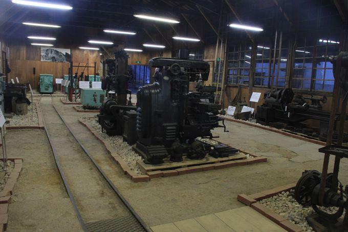 レトロな鉱山施設や機械から往時に思いを馳せる