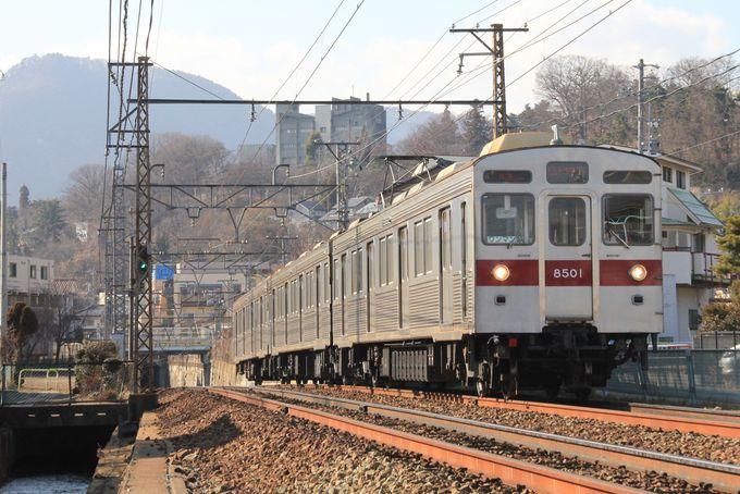 都会を疾走する電車を撮影。善光寺下駅〜本郷駅間