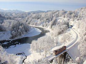 飯山線撮影地の定番スポット5選。白銀の鉄路を行くローカル線を撮影に