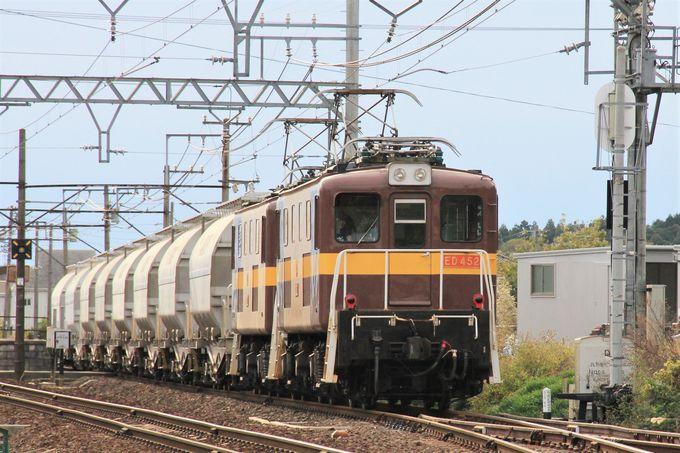 懐かしさを感じる駅舎や貨物列車も三岐鉄道の魅力