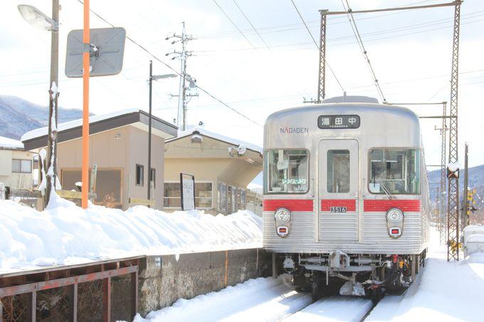 勾配を駆け上がる電車を撮影。上条駅付近の直線区間