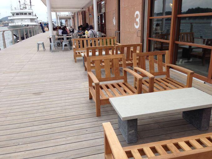 海風を感じながらのカフェタイムは最高!