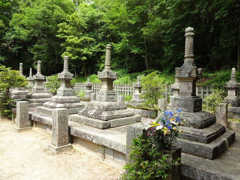 三原市で歴史散策!智将・小早川隆景の墓参と古墳を巡る