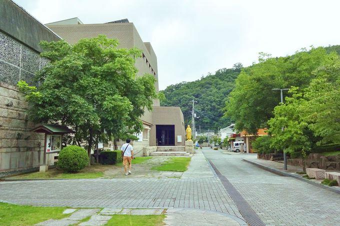 井原市立田中美術館・・せせらぎと四季を感じる田中苑で散歩も