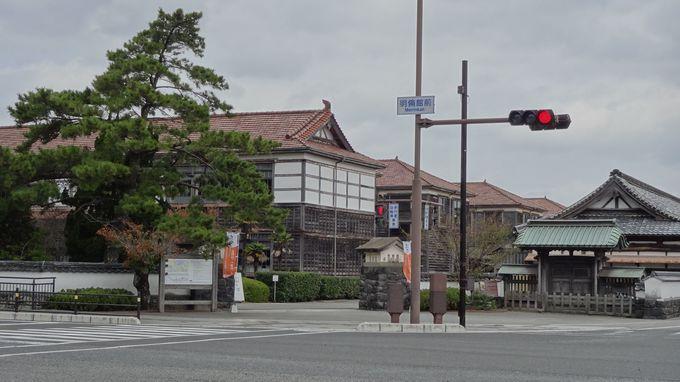 旧明倫館小学校本館と観徳門〜威風堂々とした佇まい〜