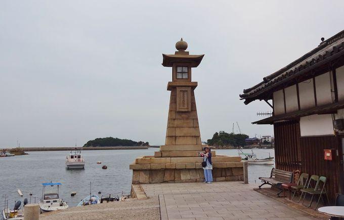 鞆のシンボルは、国内最大級の江戸時代製・石造常夜燈!