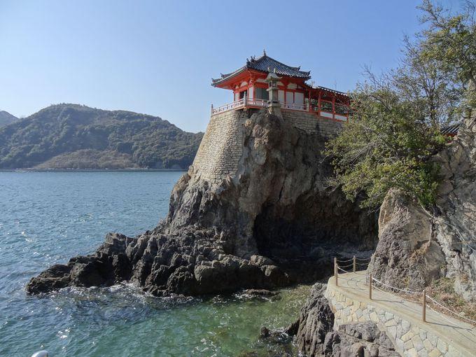瀬戸内海の絶景が望める岩壁上の古刹「阿伏兎観音」(広島)