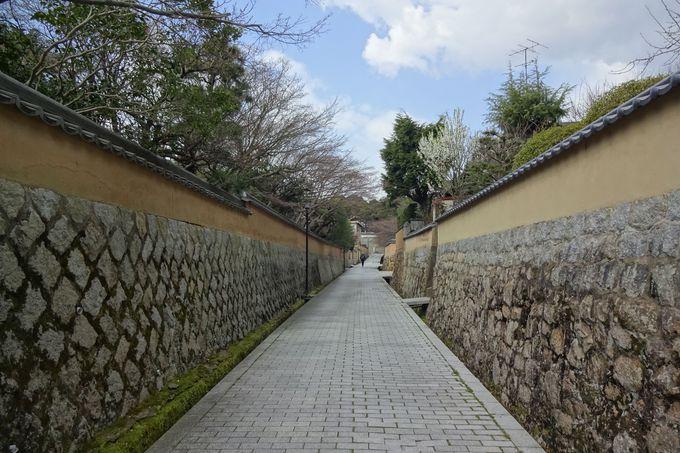 練塀が続く風情ある街並み古江小路(ふるえしょうじ)
