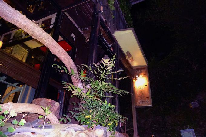 坂の途中にふんわり灯りが?!「CafeSAKABar」は不思議空間
