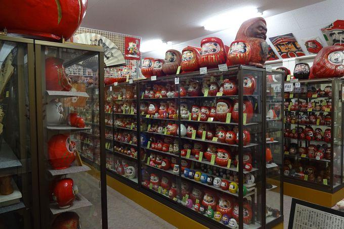 達磨記念堂内のダルマコレクションは、圧巻!