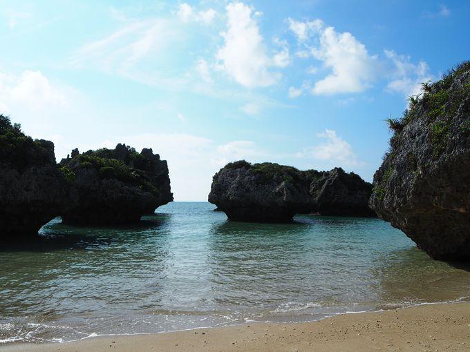 浜比嘉島の兼久海岸にある不思議な岩・・マッシュルーム?