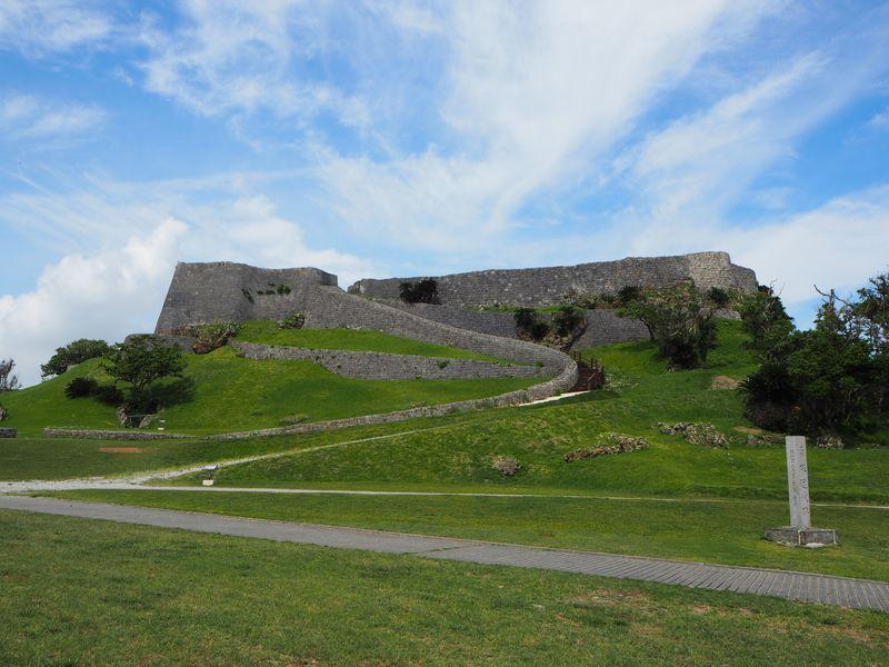 勝連城跡で歴史ロマンを垣間見る〜沖縄の世界遺産最古の城塞へ