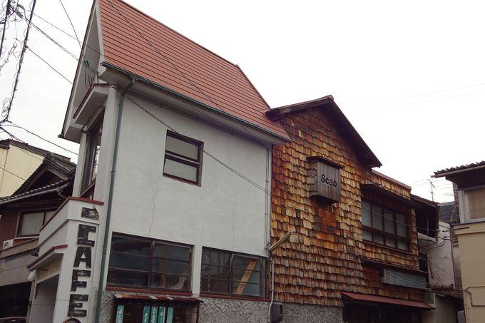 まずは三角屋根の「子づれママの井戸端サロン・北村洋品店」から