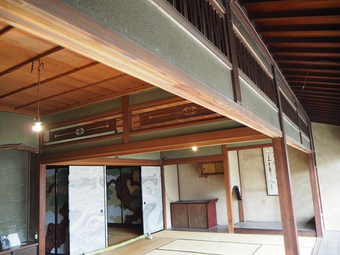 扇子をかたどったオシャレな欄間や粋の極みの1階和室