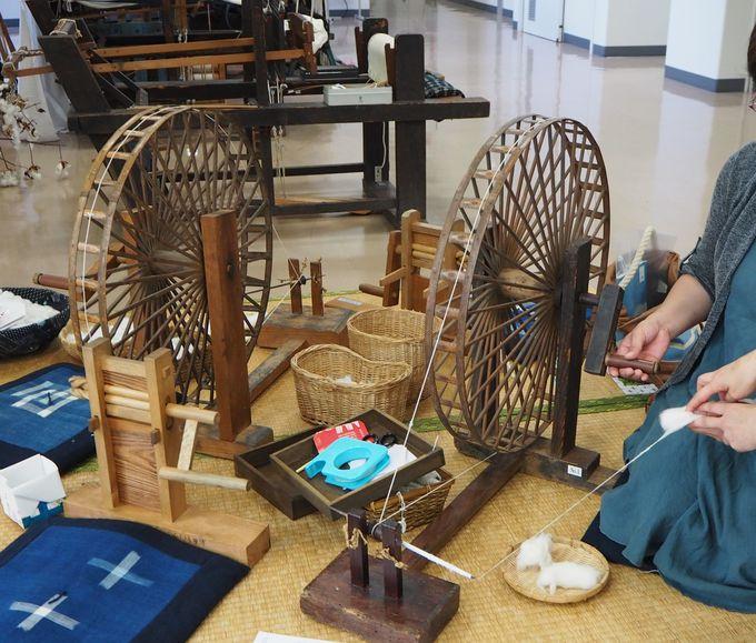 意外に難しい・・・「糸紡ぎ」体験