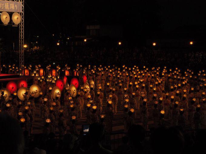 「千人灯籠踊り」の会場・山鹿小学校へ