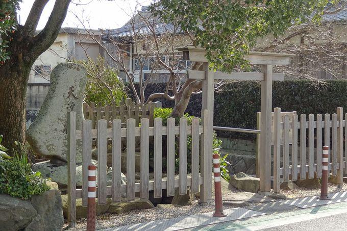 赤い大鳥居が目印の自凝島神社は縁結びの聖地