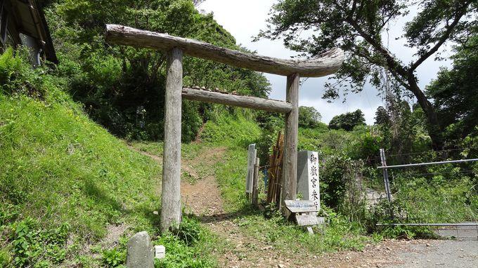 神聖な島・沖ノ島を遙拝する沖津宮遙拝所へ〜神秘の眺め