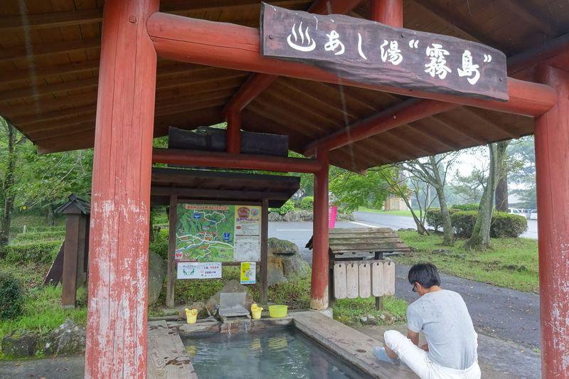 霧島神宮で登山の無事を祈って、足湯でリフレッシュも!
