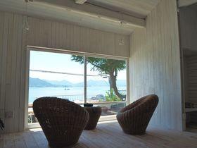 広島「ネジロハウスSUNAMI」美しい瀬戸内海を眺めて別荘気分!