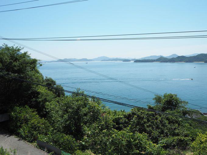 須波の海をうっとりと眺める2階の寝室