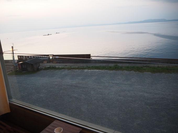 プライベート・スパ・ホテル「オレンジ・ベイ」で夕陽を楽しむ